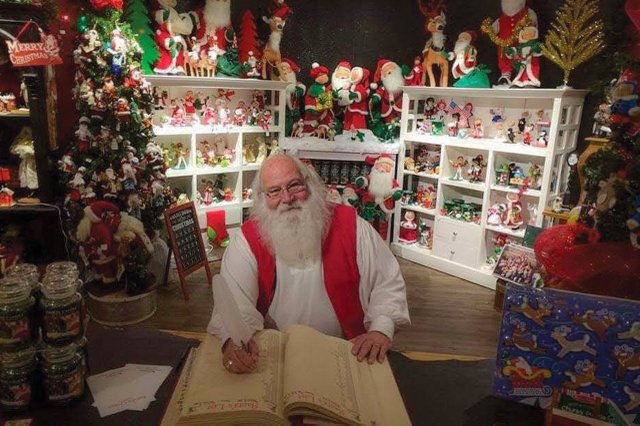 WBRG - Yankee Candle Santa 1