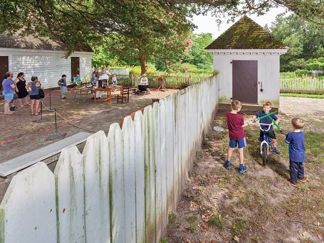 back_fence.jpg