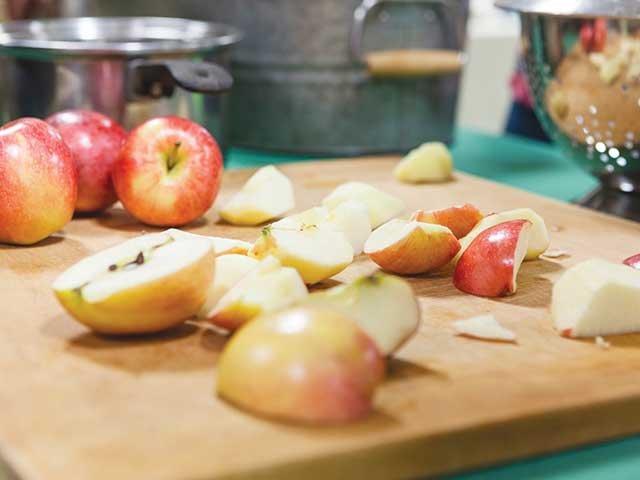 peeled_apples.jpg
